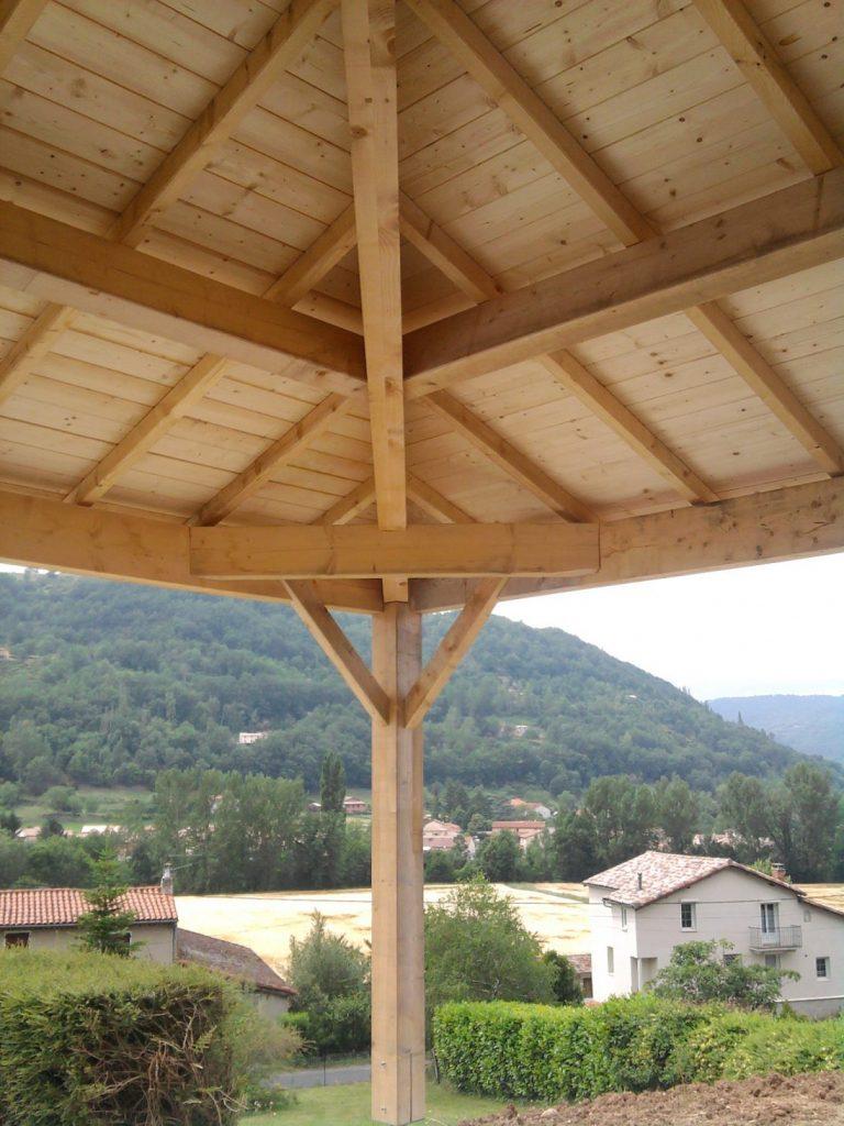 création et l'installation de charpentes bois, charpentes traditionnelles à Millau